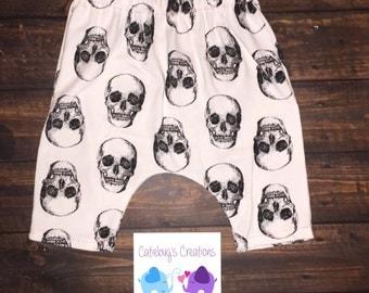 White skulls harem shorts