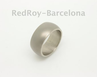 Set of two Titanium wedding bands made to measure