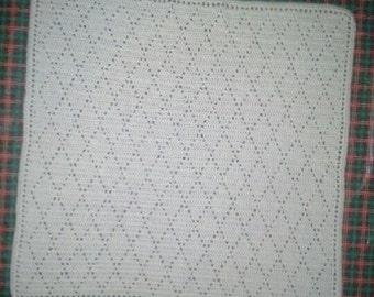 Diamond pattern baby blanket / afghan