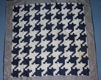 """Vtg Navy Blue White Houndstooth Print Scarf Acetate Square 26 1/2"""" x 26"""" Vintage Womens Accessory"""