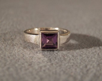Sterling Silver Amethyst Ring with Wide Band, Size 5 1/2 Jewelry **RL