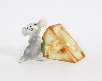 Vintage Kitsch Mouse and Cheese Salt and Pepper Shakers, Cheese and Mouse