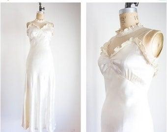 40% OFF SALE 1930s illusion neckline wedding dress / size small medium
