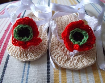 Flat cotton crocheted baby girl flip flops with poppy.