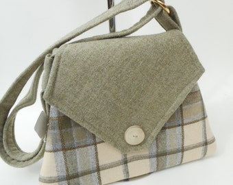 Handmade wool handbag cream/olive