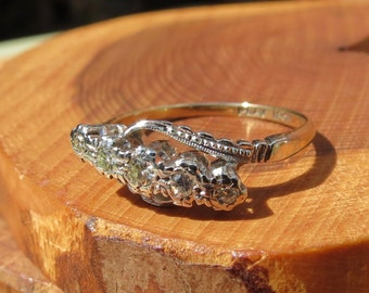 18k Gold and Platinum five graduating diamond crossover ring, Art Deco, made in the 1930's