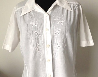 Shirt women, short sleeve, white, embroidery, vintage 1940, size M
