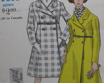 Vogue 7195 Pattern Misses' Double Breasted Coat Size 12 Bust 32 Uncut Vintage 1960's