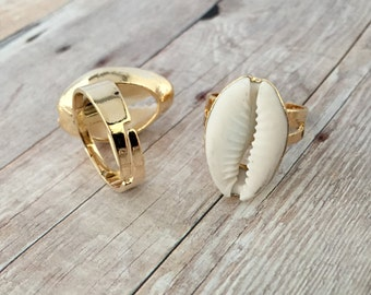 24K Adjustable Cowry Shell Ring Gold Dipped Fossil Wraparound Seashell Nautical Resizable Spoon Ring White Puka Shell Beach Pendant Ring