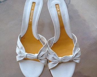 Via Spiga Designer Shoes, Ladies Designer Shoes, Designer White Sandals, Via Spiga Heels, White Slip on Sandals, Designer Sandals Via Spiga