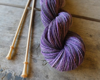 Blueberry time - handspun and handdyed worsted singpleply yarn