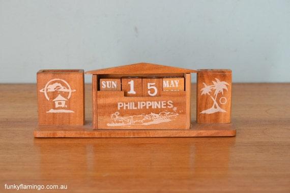 Calendar Wooden Holder : Vintage wooden desk calendar pen holder office display