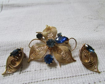 Vintage blue rhinestone brooch and earrings flowers set demi parure estate find