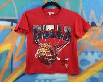 Chicago Bulls NBA pro basketball tee / tshirt / shirt / Chicago skyline / youth