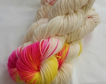 Cuddlebms Handyed Yarn of the Month April