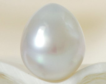 SOUTH SEA PEARL Silvery White 10.50 mm Baroque Indonesia 1.12 g un-drilled