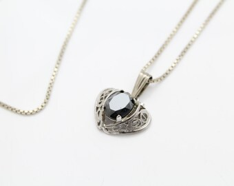"Vintage Filigree Heart Pendant with Hematite in Sterling Silver on 17"" Chain. [9963]"