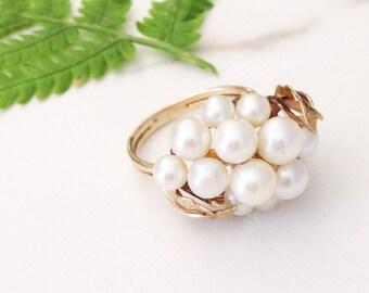 Sale//Vintage Pearl Cluster Ring. Pearl ring. 14kt Gold and pearl ring. Pearl statement ring. Vintage Pearl ring. CJ01CNG