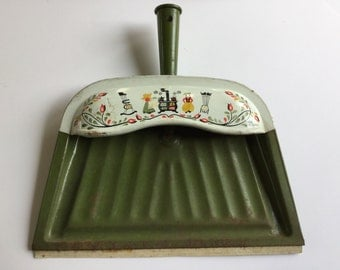 Olive green vintage J.V.Reed dust pan kitschy collectible