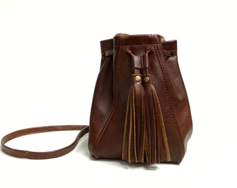 Leather Bucket Bag in brown chutney // Drawstring mini festival bag in cognac