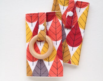 ORGANIC Baby Carrier Drool Pads with Wood Teething Ring (for Ergo, Beco, Boba, Tula, Lillebaby...)