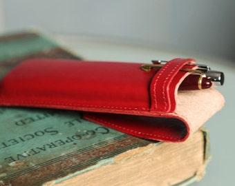 Womens pen holder. Red pen case. Leather pen holder. Fountain pen holder for  Parker, Pelikan, Sailor. Anniversary gift. Brirthday gift.