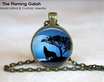 HOWLING WOLF Pendant • Wolf in Blue Moonlight • Wolf Silhouette • Wolf Jewellery • Gift Under 20 • Made in Australia (P1294)