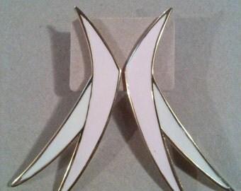 Vintage earrings pale pink & cream