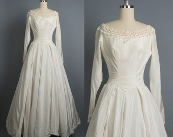 Vintage 1950s wedding dress // 50s classic wedding gown