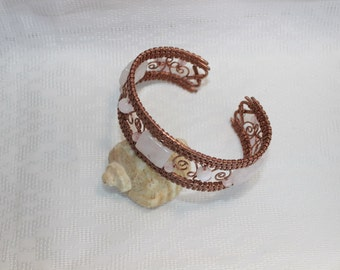 Copper Bracelet with rose quartz.