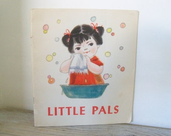 Little Pals Vintage Chinese Communist Propaganda Red Star Green Bag Illustrated by Lin Wan-tsui Foreign Language Press Peking 1974