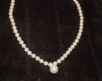 50's Faux Pearls Necklace
