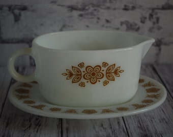 Vintage Pyrex Butterfly Gols Gravy Boat and Plate, 77 B, 16 oz.