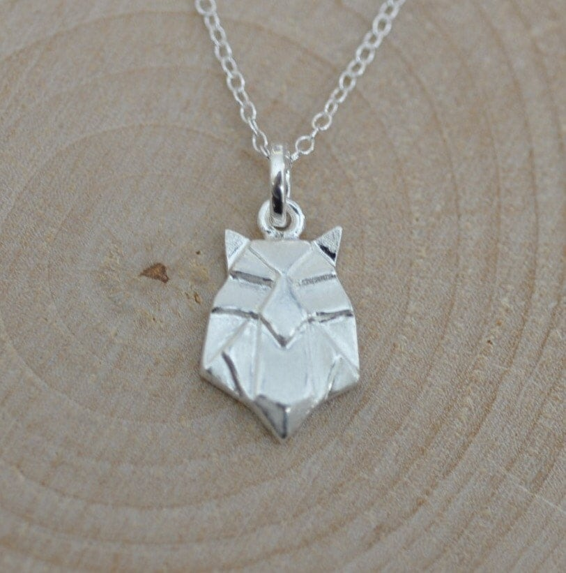 What is an origami owl necklace