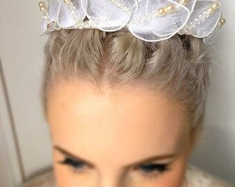 Pretty Vintage 1950s Tulle and Pearl Bridal Headpiece Tiara Ballerina Bridal Crown with Vintage Crystals