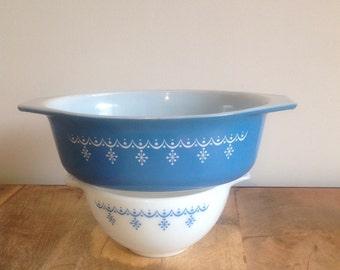 Pyrex SNOWFLAKE bowls x 2