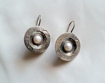 Pearl earrings , white pearl earrings , silver earrings , pearl jewelry , Disc earrings , silver sisc earrings , june birthstone