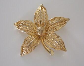 1960s Jewelry Flower Brooch - Gold Tone - Filigree - Flower Brooch