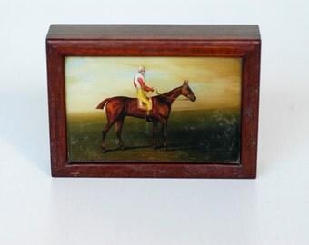 wood box / equestrian theme / racing jockey / horserider and horse illustration lid / vintage storage / MCM collectible box / horse racing