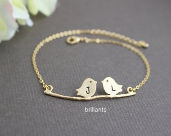 Personalized Kissing Birds bracelet in gold, Initial bracelet, Sparrow necklace, Bridesmaid bracelet, Everyday necklace, Wedding necklace
