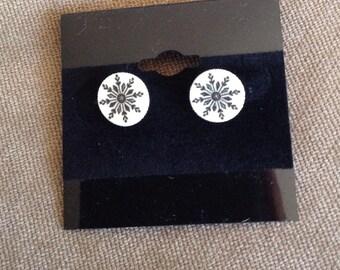 White and black snowflake stud earrings