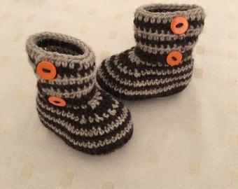 Baby booties. Crochet
