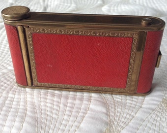 Red kamra camera 1950's powder mirror cigarette compact