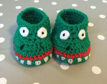 Crocodile baby shoes, crocodile baby booties, baby shower gift, christening gift, animal booties, crocodile  crib shoes