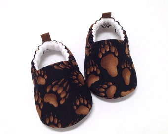 Bear Tracks Baby Shoes, Soft Sole Baby Shoes, Baby Booties, Baby Shower Gift, Black Toddler slippers, Black baby shoes, animal tracks