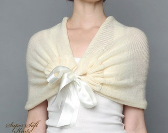 Wedding shawl Ivory Bridal bolero Bridal Cape Knit White Wedding Capelet Bridal baby alpaca Wrap Bridesmaid Shawl Ivory Bridal Cape
