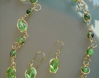 Chain, gold, goldfilled with sparkling green crystals and jade, 585