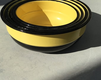 Set of four enamel bowls in yellow and black