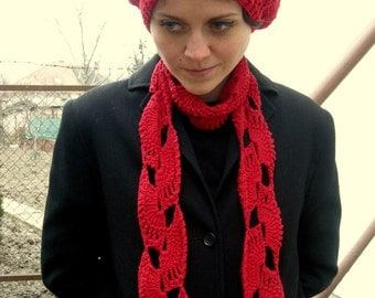 A red beret + shawl combo
