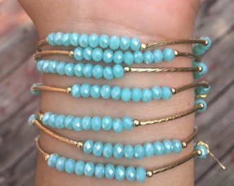 Icy Mint colored set of bracelets with gold plated charms - Semanario color menta helada con dijes de chapa de oro